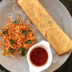 Ownmade chicken springroll. Springroll filled with stir fried chopped chicken fillet and fresh vegetables: bean sprouts, leek, onions, carrot, cabbage. Combined with grated carrot-coriander salad and sweet-sour-spicy chili sauce. #springrolls #lumpia #delicioussnack #lekkernijen #lekker #snacktime #chickenspringrolls #foodpics #foodies #snacks