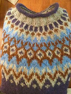 Ravelry: Project Gallery for Riddari pattern by Védís Jónsdóttir Icelandic Sweaters, Knit Sweaters, Stitch Patterns, Knitting Patterns, Sewing Patterns, Dark Winter, Knit Crochet, Wool, How To Make