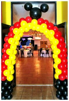 Mickey mouse balloon columns.. Super easy to make, all u need is pvc