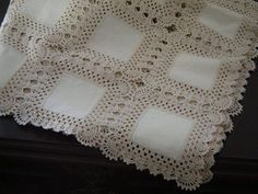 kare-motifli-orgulu-masaortusu – Nazarca.com Crochet Fabric, Crochet Quilt, Easy Crochet, Crochet Granny, Crochet Squares, Filet Crochet, Crochet Doilies, Crochet Motif, Crochet Lace