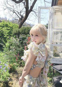 Nayeon, Kpop Girl Groups, Kpop Girls, Twice Momo Wallpaper, Teaser, Signal Twice, Bts Concept Photo, Hirai Momo, Dahyun