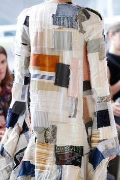 Loewe Spring 2017 Ready-to-Wear Fashion Show - Art inspired piece from Loewe Spring 2017 Ready-to-Wear collection. Ropa Upcycling, Runway Fashion, Fashion Show, Fashion Trends, Fashion Details, Fashion Design, Vogue, Recycled Fashion, Recycled Clothing