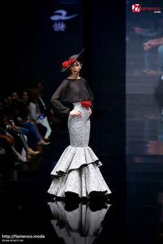 Ángeles Gálvez Noveles Simof 2016 Spanish Woman, Spanish Wedding, Spanish Fashion, Gala Dresses, Mermaid Gown, Black White Red, Body Shapes, Peplum Dress, Flamenco Dresses