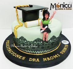 TORTA DE GRADUACION con detalles unicos en ella elaborado por MONICA PASTAS Y DULCES