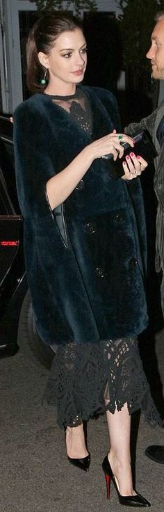 Who made Anne Hathaway's black lace dress, pumps, clutch handbag, jewelry, and blue velvet cape coat? Anne Jacqueline Hathaway, Anne Hathaway Style, Divas, Cape Coat, Lace Dress, Coat Dress, Beautiful People, Celebrity Style, Cool Outfits