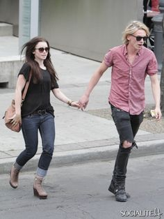 Lily Collins & Jamie Campell Bower - They're too cutee!