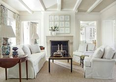 Known for her European sensibility, casual elegance, and light and fresh palettes, designer Suzanne Kasler has an approach to the living room that's always both comfortable and beautiful. | Story by Kate Abney