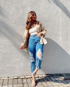 "Cléa Store no Instagram: ""Clique para ver mais ❤️"" Look Jean, Mom Jeans, Hipster, Store, Pants, Instagram, Fashion, Clothing, Trouser Pants"
