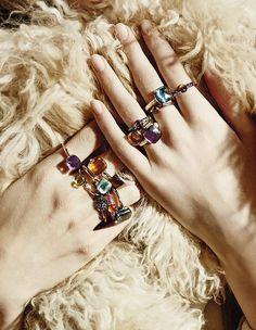 Aussi colorés que précieux, les bijoux Pomellato ont des airs de bonbons. Focus sur une maison de haute joaillerie follement joyeuse....