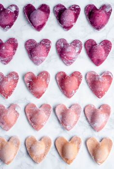 These ombré heart ravioli are the perfect special Valentine's day dinner dish! They're filled with ricotta and thyme, and finished in a sage brown butter sauce. day dinner pasta Beet Heart Ravioli with Ricotta and Thyme Think Food, Love Food, Pasta Kunst, Ravioli Filling, Ravioli Ricotta, Ravioli Recipe, Menu Saint Valentin, Brown Butter Sage Sauce, Gula