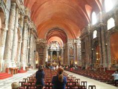 Nezvyčajný obhorený kostol São Domingos.