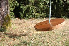 Suivez notre DIY pour réaliser une balançoire ronde pour amuser petits et grands. Simple et rapide à réaliser elle ne vous demandera que peu de matériaux.
