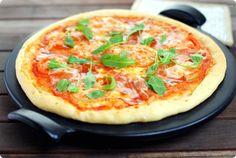 """Mira que me daba la vara mi amiga Pepa, del blog """"PepaCooks"""" con esta masa de pizza crujiente!!!, ella la hace siempre así y decía que quedaba espectacular -por cierto que tiene un montón de pizzas en su blog por … Continuar"""
