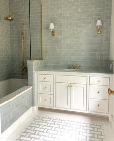 Baños, Badezimmer, Bathroom Getting Rid of Runoff Water Water can be detrimental to your home. Bad Inspiration, Bathroom Inspiration, Home Luxury, White Bathroom Cabinets, White Cabinets, Gray Vanity, Bathroom Vanity Lighting, Bathroom Interior Design, Bath Remodel