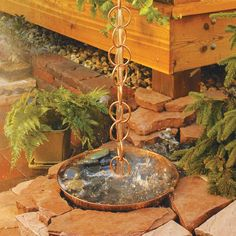Make one of these rain chain DIY projects for your backyard! These rain chain ideas are a great outdoor DIY project. Garden Crafts, Garden Projects, Garden Art, Rain Garden Design, Diy Projects, Garden Water Fountains, Water Garden, Water Plants, Diy Jardin