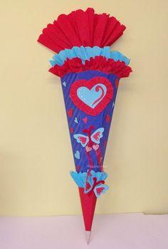 Ganz herzige Schultüte / Zuckertüte mit Herzen und Schmetterlinge.    Der Preis bezieht sich auf eine fertige Schultüte:    *Herz*    mit vielen su...
