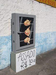 """Se pararmos para pensar, porque só em muros que usamos a arte do grafite para nos expressar ? pensando dessa maneira que surgiu o projeto 6EMEI, desenvolvido para modificar alguns elementos da rua como bueiros, postes e tampas de esgoto que consiga formar uma arte de grafite. O Projeto 6emeia foi desenvolvido por Leonardo Delafuente e Anderson Augusto """"SÃO"""", ao ver a cidade de São Paulo sempre sem vida e suja, resolveram colocar mais arte e cor ao redor da capital."""