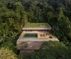 Located on the edge of the Brazilian rain forest, on a block of land surrounded by dense vegetation, Casa na Mata (Jungle House) was designed and built by Brazilian architecture studio MK27. Not too far away from the Sao Paulo coastline the project objective was to optimise the connection between architecture and nature, maximising the …