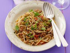 Spaghetti mit Hackfleischsauce und Oliven ist ein Rezept mit frischen Zutaten aus der Kategorie Klassische Sauce. Probieren Sie dieses und weitere Rezepte von EAT SMARTER!