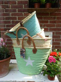 Leuke hippe rieten tassen...  diverse modellen en pastels meer info op de website van Art Home & living.