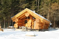 Rustic Home Designs Would you like to be better equipped next time you set out to purchase furniture for your home? How To Build A Log Cabin, Small Log Cabin, Log Cabin Homes, Cabins In The Woods, House In The Woods, Timber Logs, Rustic Home Design, Wood Stone, Cabin Plans