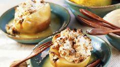 Ein köstlicher Herbstnachtisch : Warme Quitten mit Walnüssen gefüllt | http://eatsmarter.de/rezepte/warme-quitten-mit-walnuessen-gefuellt