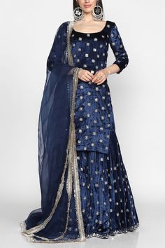 Shop the best in luxury Indian fashion. Get ready for the wedding season with the choicest designer wear collections. Beautiful Pakistani Dresses, Pakistani Bridal Dresses, Pakistani Dress Design, Pakistani Outfits, Indian Outfits, Bridal Lehenga, Dress Indian Style, Indian Fashion Dresses, Indian Designer Outfits