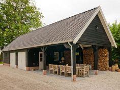 8. Dubbele houten garage met buitenkamer en volledige zolder 100m2