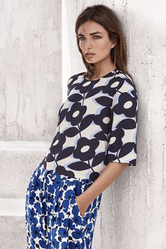 Blouse in woven fabric with a printed pattern and 3/4-length sleeves