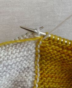 Changing colors when doing garter stitch intarsia - would work for Mason Dixon Moderne baby blanket