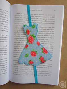 DIY dress bookmarks with tuttorials. Thanks to Amora's Crafts and Ideas