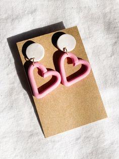 Diy Clay Earrings, Earrings Handmade, Polymer Clay Crafts, Polymer Clay Jewelry, Heart Shaped Earrings, Diy Jewelry Inspiration, Homemade Jewelry, Minimalist Earrings, Modern Jewelry
