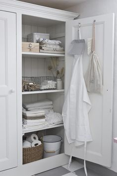 There's something rustic and homely about a gorgeously designed linen cupboard with neutral items resting inside. Place a custom designed linen closet in Ideas Armario, Linen Cupboard, Laundry Cupboard, Utility Cupboard, Utility Closet, Laundry Closet, Bathroom Closet, Cupboard Storage, Laundry Rooms