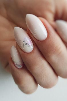 30 Perfect Bridal Nails Art Designs bridal nails simple white minimalistic design light foil effect safinailstudio_ interior Bridal Nails Designs, Bridal Nail Art, Wedding Nails Design, Gel Nail Designs, Simple Nail Designs, Wedding Pedicure, Wedding Nails For Bride, Sophisticated Nails, Grey Nail Art