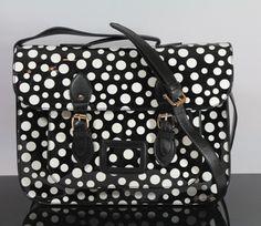 http://www.ebay.de/itm/JESSICA-Collection-College-Bag-Handtasche-Kunstleder-7277-Schwarz-mit-Punkte-/221208432291?pt=DE_Damentaschen=item33810ccea3