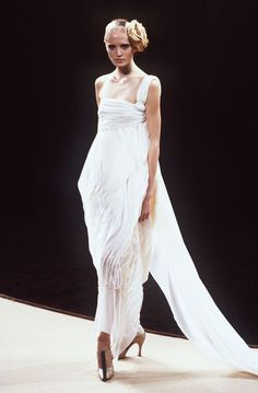 les robes de mariée mythiques iconiques de la haute couture mariage Le défilé Chanel printemps-été 2000