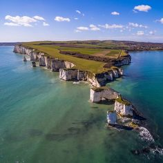 Old Harry Rocks stand directly east of Studland and north-east of Swanage, Dorset, England. Places To Travel, Places To See, Woolacombe Beach, Harry Rocks, Dorset Coast, Dorset England, Jurassic Coast, Costa, New Forest