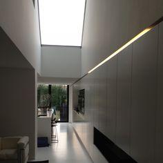 Kastenwand met indirect licht