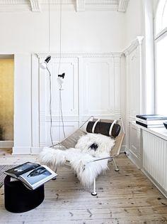 Prachtige woning in Denemarken met deze fauteuil van Hans Wegner