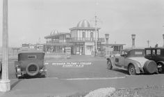 29 Coogee Pier, Sydney, between Samuel Wood The State Library of New South Wales' collections Newcastle Beach, Coogee Beach, Bronte Beach, Sydney Beaches, Under The Ocean, Sydney City, Learn To Swim, Building A Pool, Rock Pools
