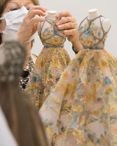 Dior Haute Couture, Couture Fashion, Christian Dior, Moda Peru, Fashion Mannequin, Fashion Showroom, Dior Dress, Queen Dress, Couture Details