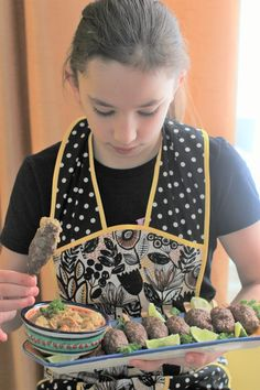 cooking with Meredith - making food on a stick (beef burger pops) #foodonastick #cookingwithkids