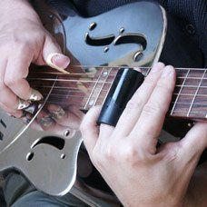 Tips For Finding Good Guitar Lessons - Play Guitar Tips Guitar Notes, Music Guitar, Guitar Chords, Playing Guitar, Acoustic Guitars, Ukulele, Guitar Logo, Learning Guitar, Guitar Tattoo