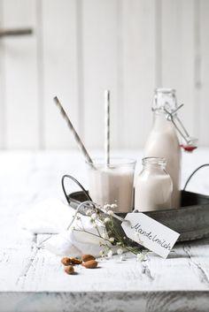 Mandelmilch einfach selbst machen. | Foodlovin'