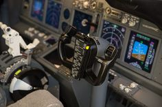 Advanced Procedure Trainer is a complete fixed base trainer, ideal for commercial entertainment, education or even professional flight training. Perfect alternative for Flat Panel Trainer!aero is the best choice for your 737 simulator. Flight Deck, Trainers, Pilot, Aviation, Aircraft, Base, Dreams, Tennis, Pilots