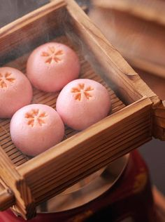 These Japanese sweets inspired the Shiseido Shimmering Cream Eye Color in Konpeito Japanese Sweets, Japanese Wagashi, Japanese Candy, Japanese Food, Japanese Buns, Traditional Japanese, Desserts Japonais, Steamed Buns, Aesthetic Food