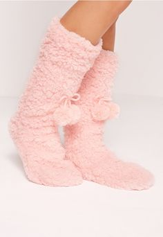 Show your love for all things cute and fluffy in these pom pom slippers! In a baby pink hue, fleece material and pom pom detail, this pretty pair will keep your tootsies snug.