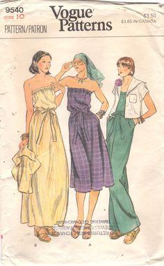 Vogue 9540, falta chaqueta, traje y vestido: suelta, chaqueta sin forro, ligeramente por debajo de la longitud de la cintura, tiene cuello de chal marinero, kimono corto mangas y dobladillo de los costados. (Chaqueta no cumple en el frente de centro.) Mono recto-legged o vestido, de cuatro pulgadas por debajo de la longitud media de la rodilla o el tobillo, es elástico en cintura y sobre el busto y tiene bolsillos en las costuras laterales y cinturón de lazo del uno mismo.  Su movimiento…