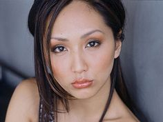 Linda Park was born in South Korea and raised in San Jose, California. She earned a Bachelor of Fine Arts degree from Boston University, and within a year after graduating, had landed roles in an episode of the television series Popular and the feat. Star Trek Cosplay, Star Trek Voyager, Star Trek Enterprise, Linda Park, Star Trek Crew, Star Trek Images, Star Trek Original Series, Star Trek Characters, Pretty Anime Girl