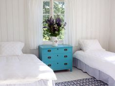 According to designer Jill Sorensen, comfort, function and fantasy are all you need for a pleasing guest retreat. She accomplishes that here thanks to plush twin beds, thick drapery  and a fanciful burst of turquoise courtesy of the campaign chest-turned-nightstand.